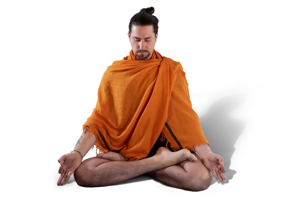 neoyoga meditando en dos hermanas despues de hacer yoga